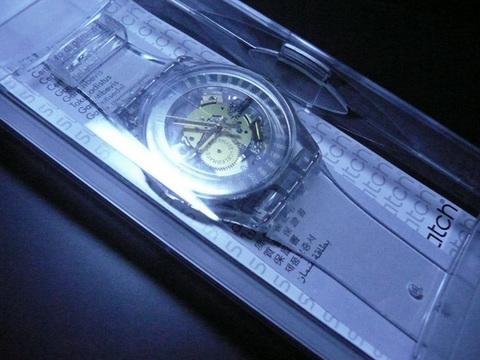 スオッチ30周年 透明腕時計